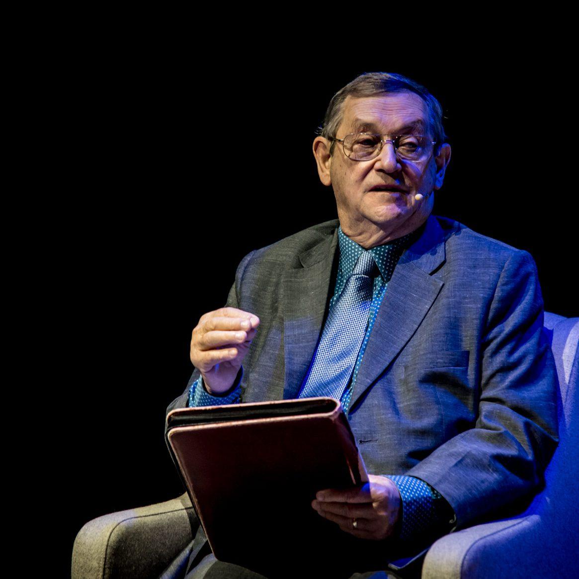 """""""Na krańce świata. Podróż historyka przez historię"""" – rozmowa z prof. Normanem Daviesem"""
