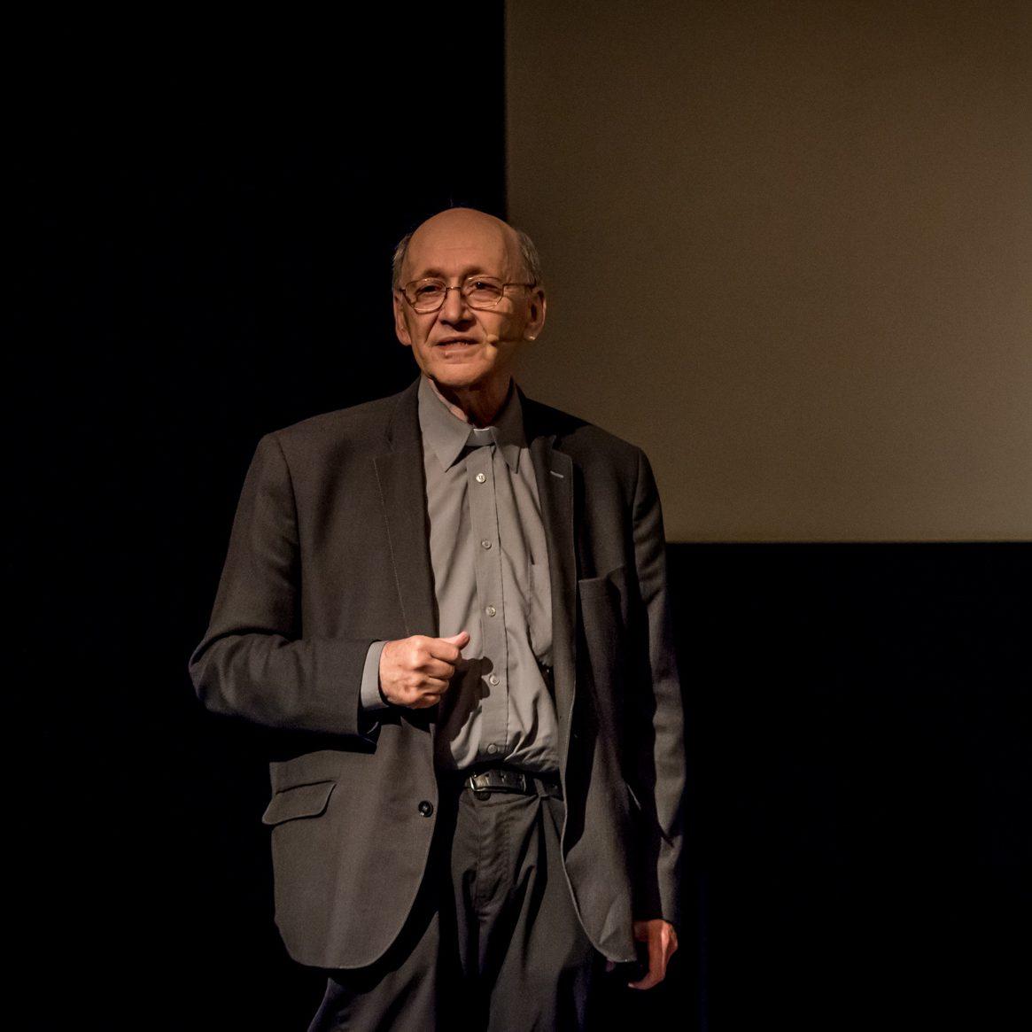 """""""Człowiek wobec wszechświata"""" – wykład ks. prof. Michała Hellera PREMIERA ONLINE"""